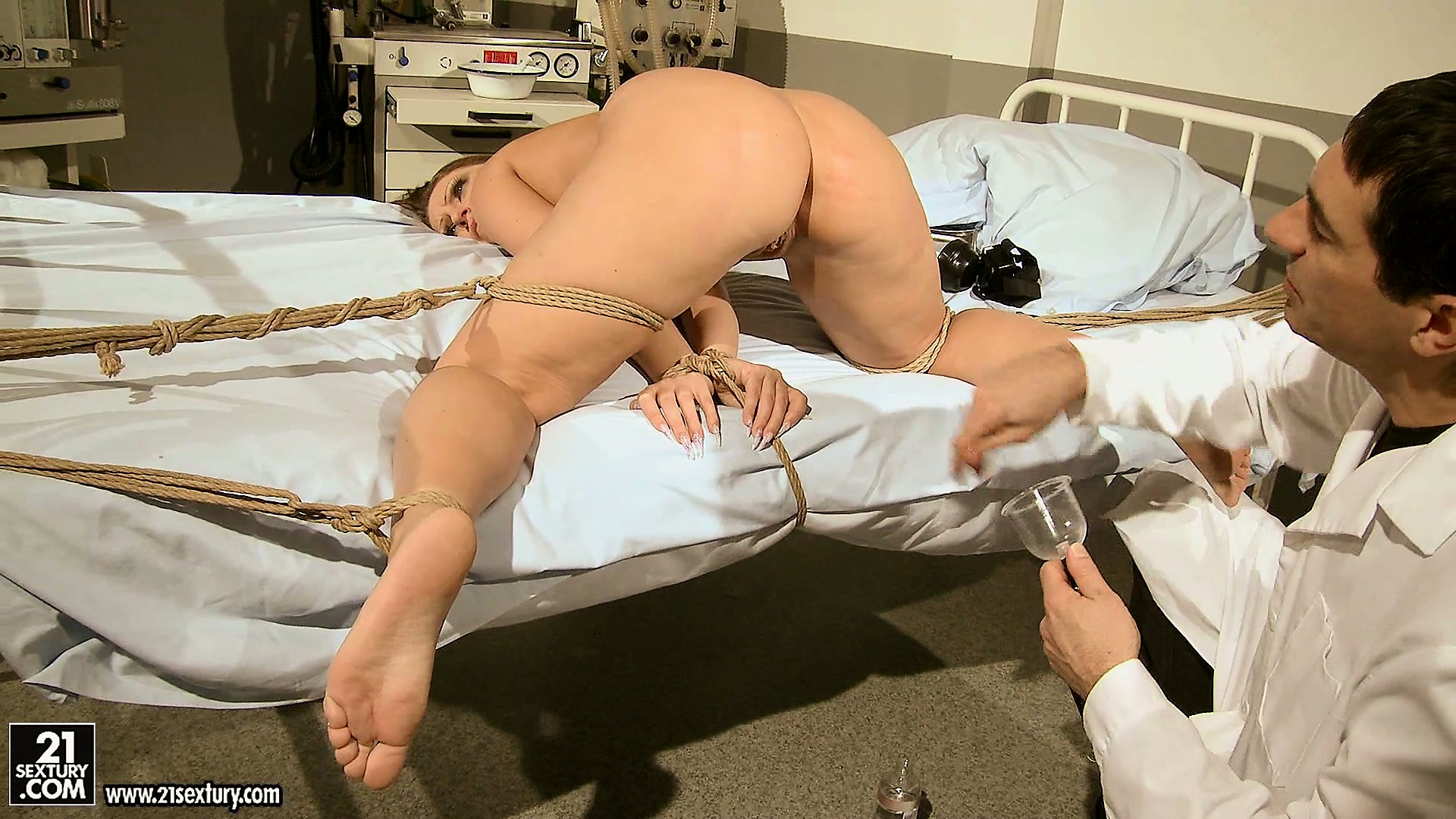 Porno Video of He Uses A Speculum, Pumps Up Her Lips And Uses A Spur On Her