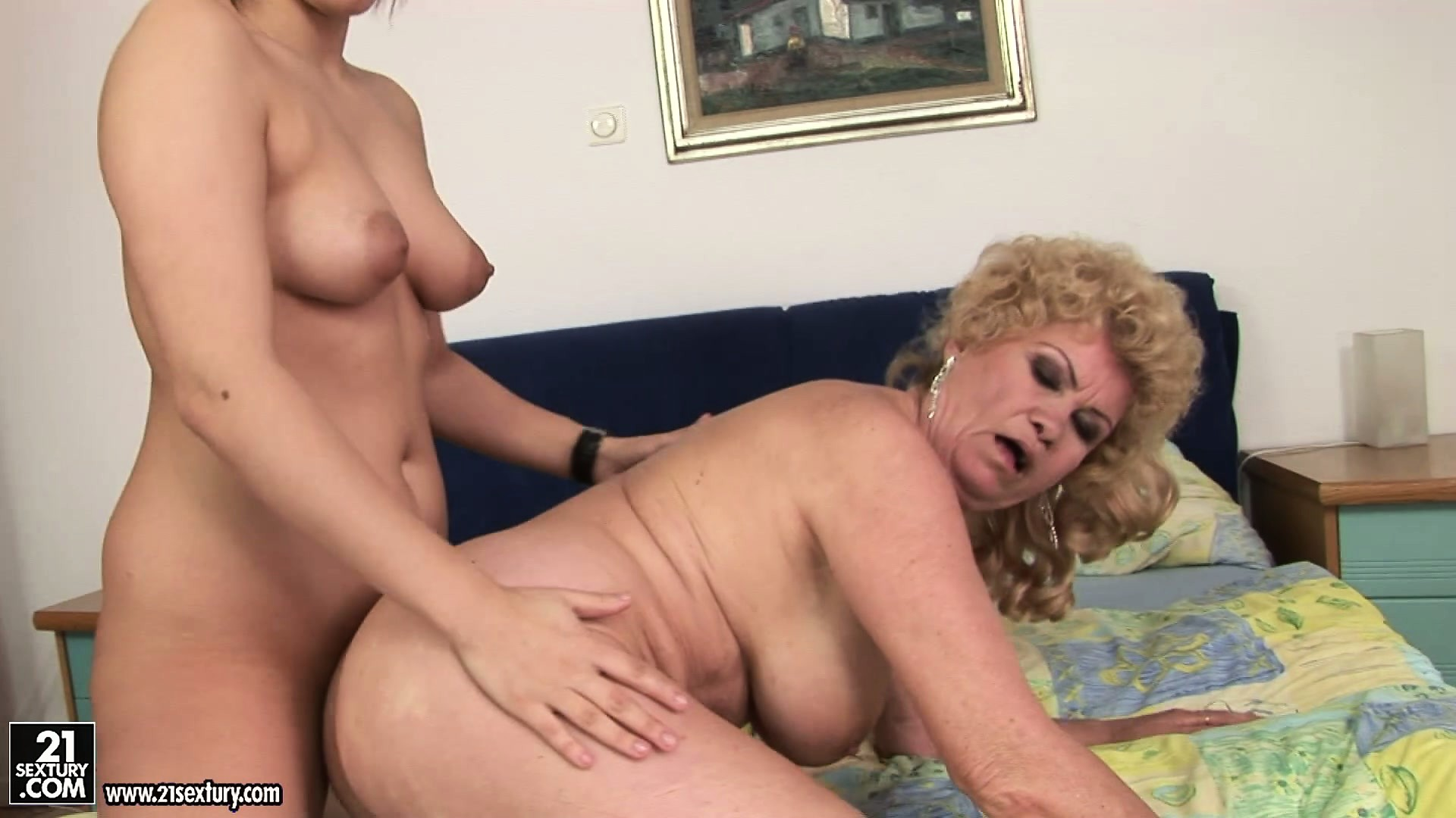 Porno Video of Effie Gets Her Ass Licked, Eats Pussy And Then Rides On The Strapon Dildo