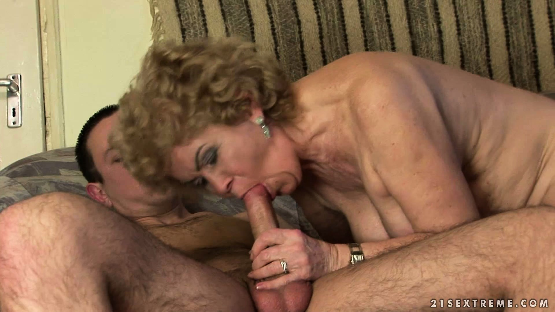 Sex Movie of This Oldie With Skillful Mouth And Juicy Hairy Pussy Will Drive Her Lover Crazy