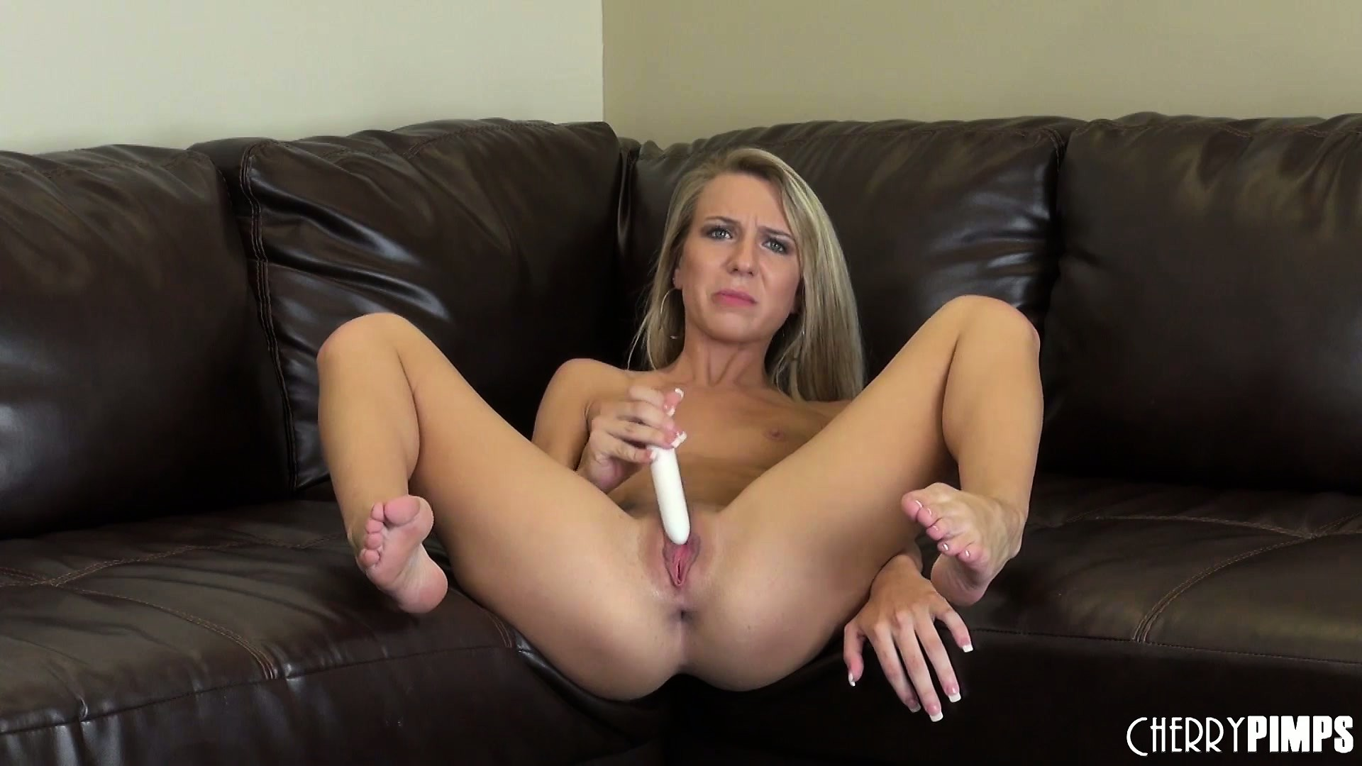 Porno Video of She Sticks Her Ass Out As She Fingers Then Sits And Toys Her Cunt