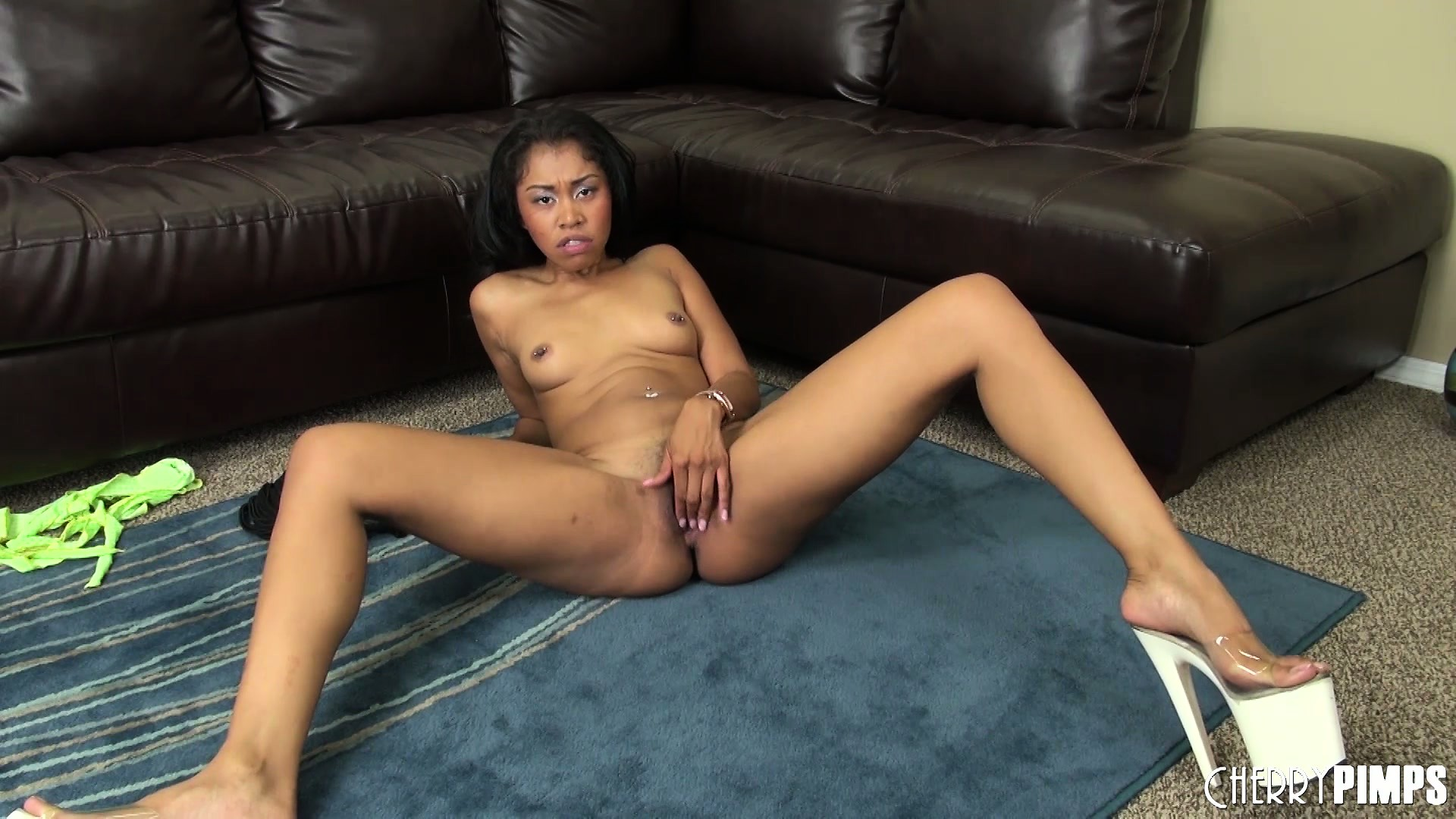 Porno Video of Yasmine Sucks On Her Dildo, Gets Naked And Jams It In Her Trimmed Slit