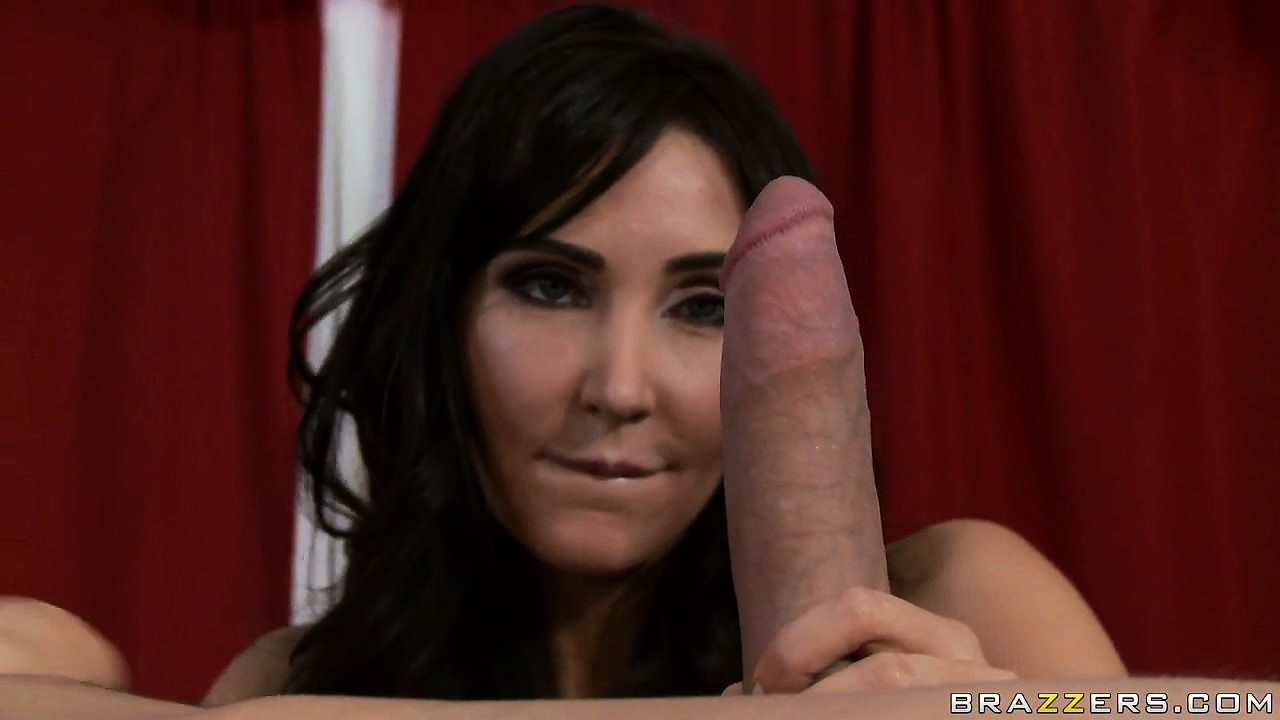 Porno Video of The Black Haired Sexy Mature Seizes The Opportunity To Suck That Big Cock