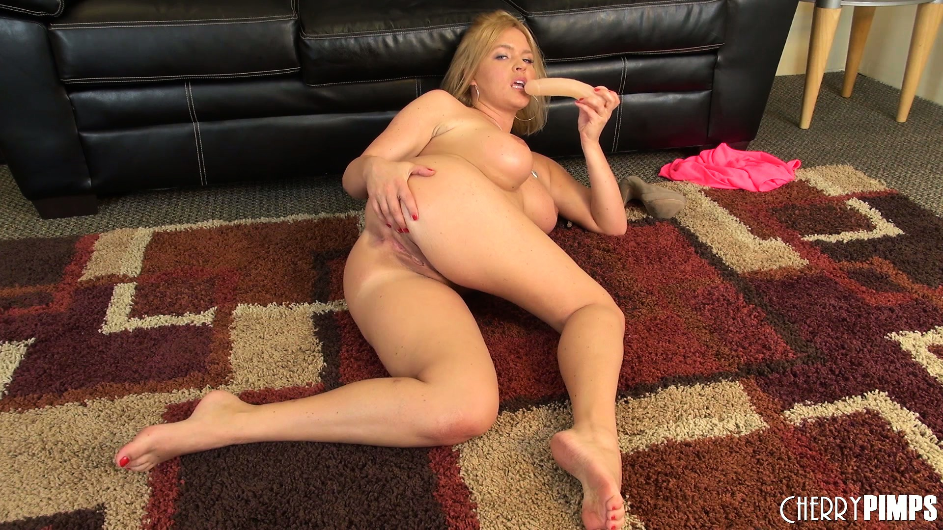 Porno Video of Krissy Lynn Likes Fucking Her Twat With Her Sex Toys And Playing With Her Tattas