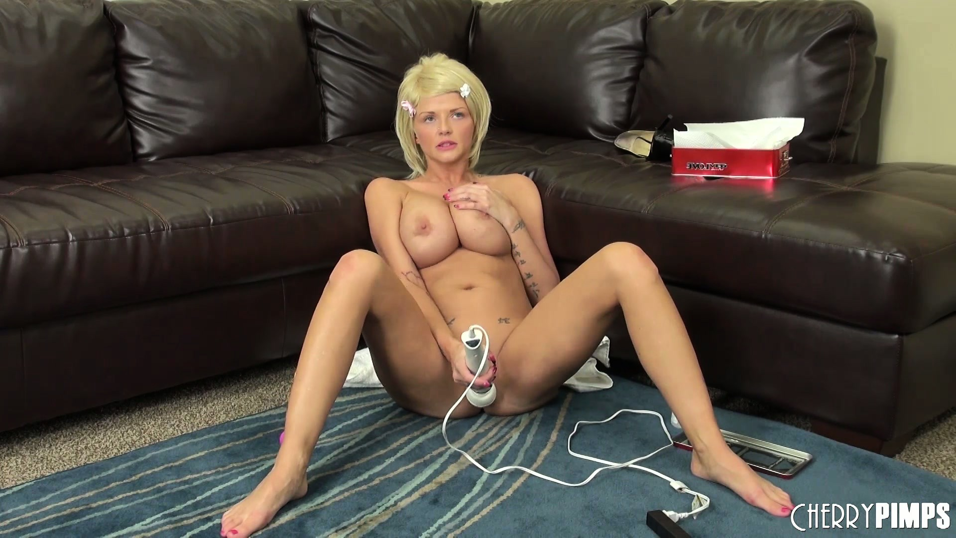 Porn Tube of Busty Blonde Joslyn Toys Her Pussy And Vibrates Her Clit On The Couch, Then Gets On The Floor