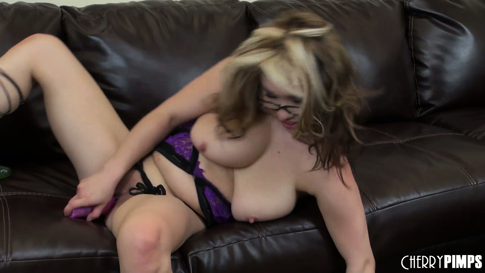 Porno Video of Delightful Muff Mia Rider Is Twinkling Her Sweet Little Star