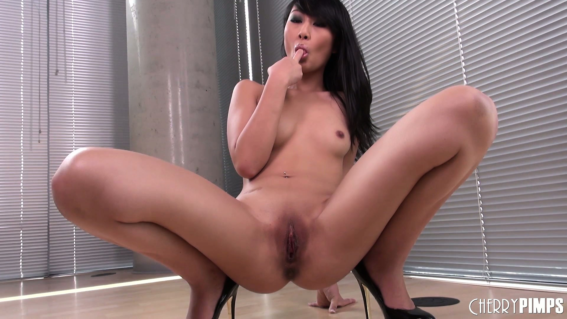 Porno Video of Asian Cutie Evelyn Lin Spreads Wide, Gets On Her Knees, To Masturbate