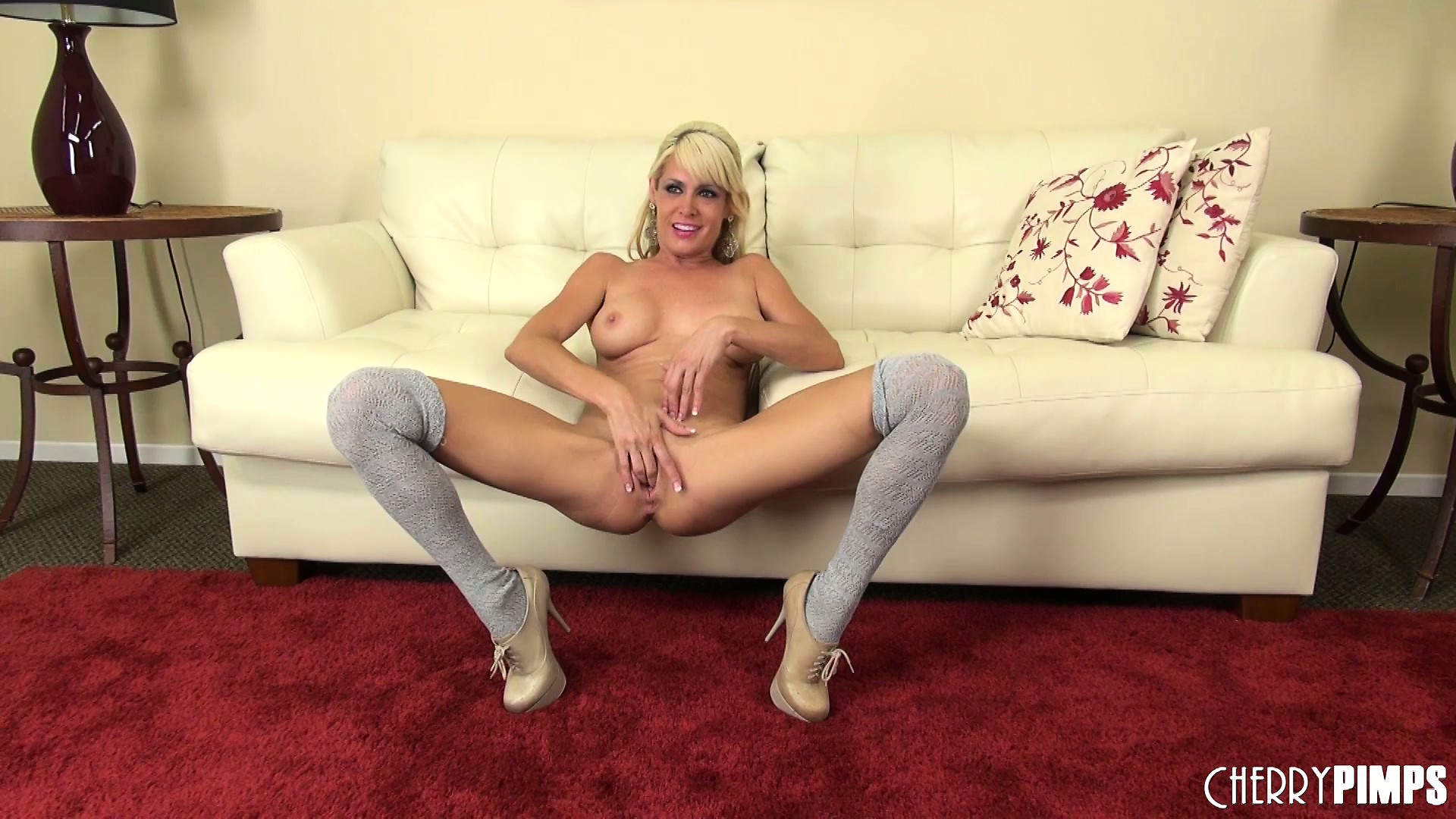 Porno Video of Mikki Lynn Is Alive And Well And Getting Naked To Masturbate