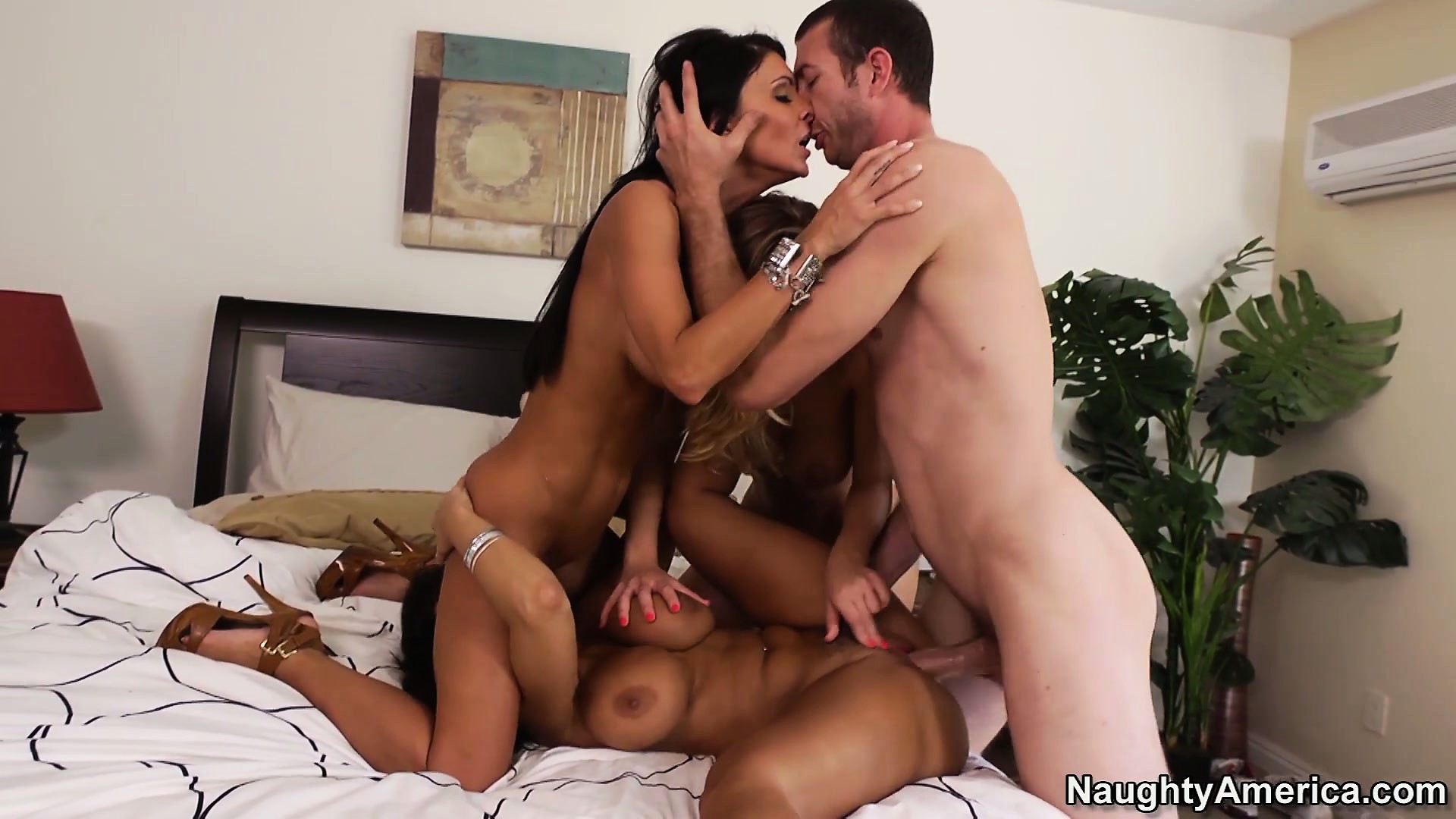 Porno Video of Jessica Jaymes Enjoys Her Two Best Friends And One Lucky Guy
