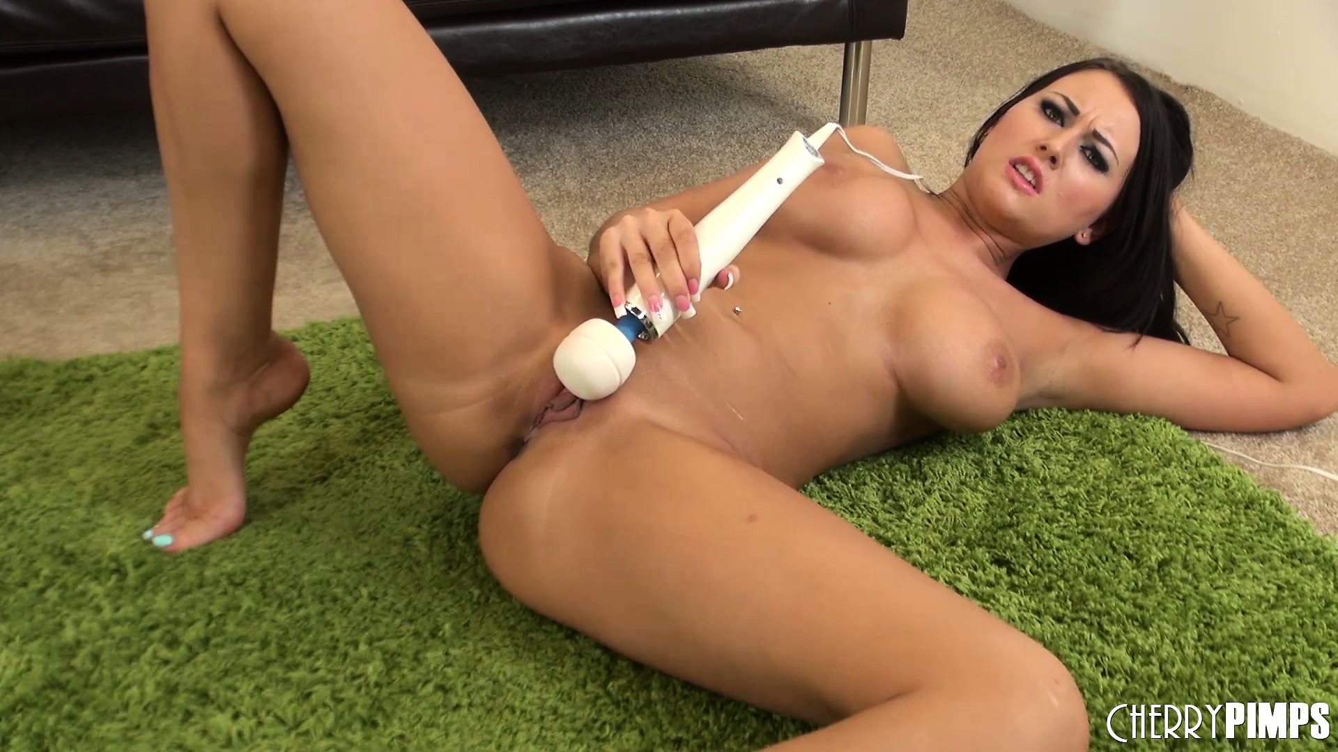 Porno Video of Alexis Grace Spreads Her Hairless Cunt Wide Open After Cumming