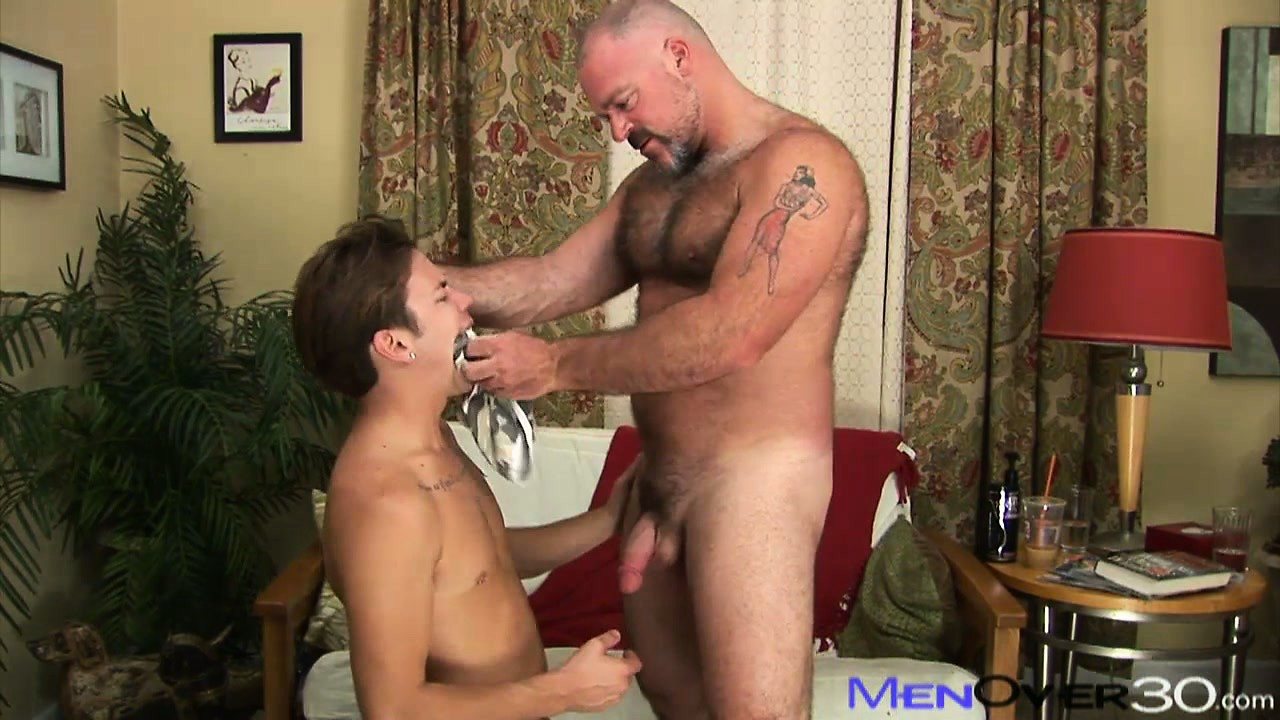 Porno Video of Buff Hairy Bear Gets A Young Twink To Munch On His Mature Meat
