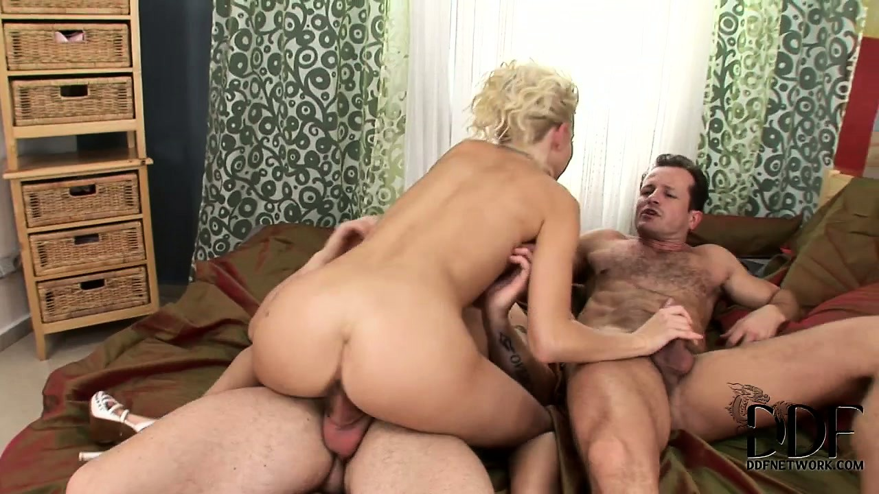 Porno Video of The Blonde Fully Enjoys Having Those Guys Pounding Her Snatch All Over The Room