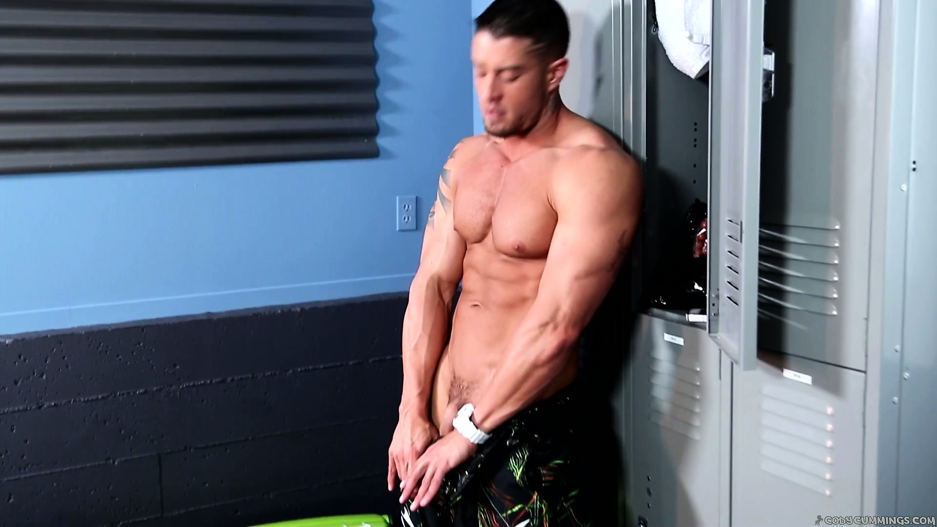Porno Video of This Hot Muscled Guy Has Got A Very Important Cock-jerking Project Before The Workout