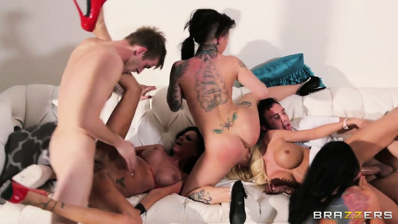 Sex Movie of Hardcore Group Sex On Spring Break And Bitches Get Fucked Hard