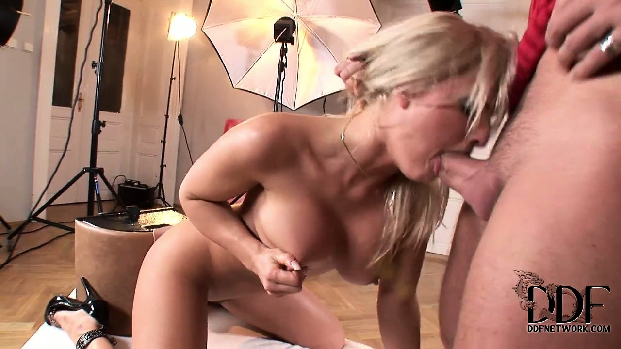Sex Movie of European Vixen With Great Breasts Gives A Masterpiece Blowjob