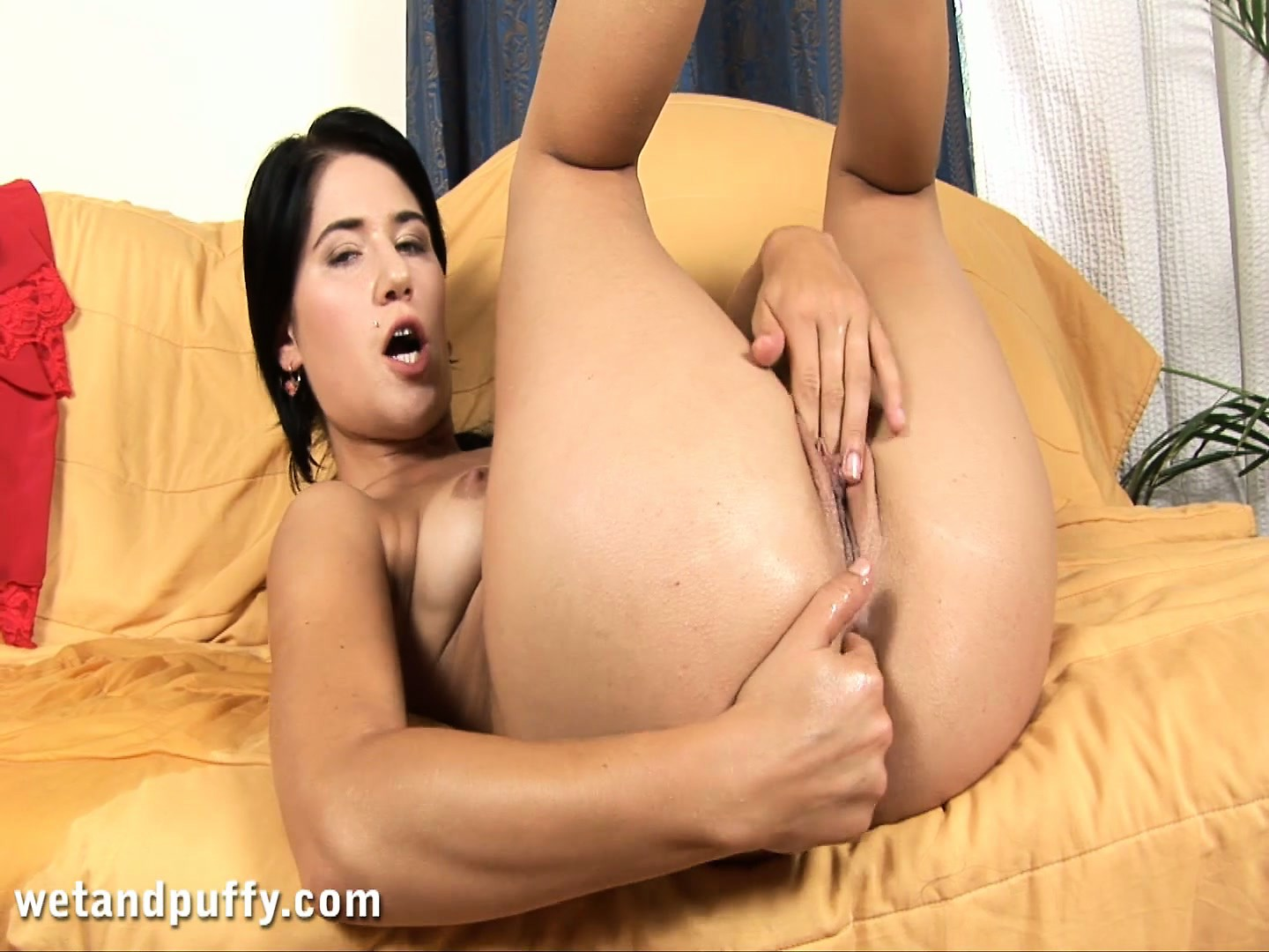 Porno Video of Heidy Drills Her Tight Holes With Her Fingers And A Dildo And Reaches Her Climax