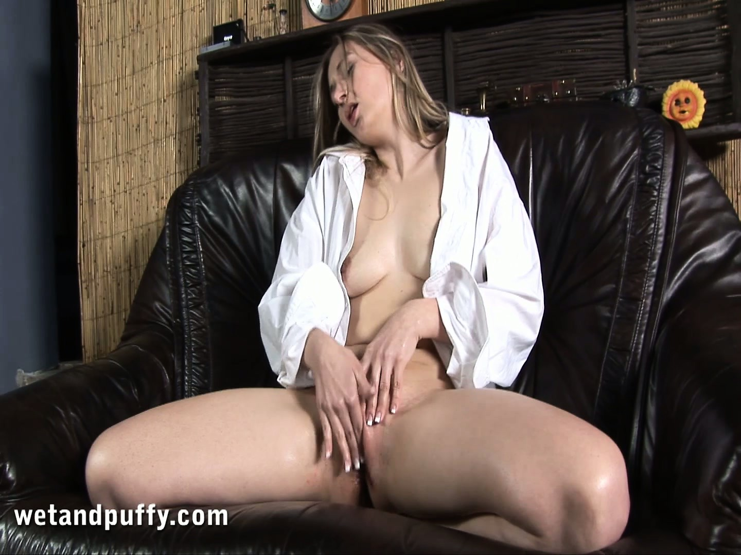 Porno Video of Hanna Toys And Fingers Her Slit Then Sticks In A Speculum In Her Cunt