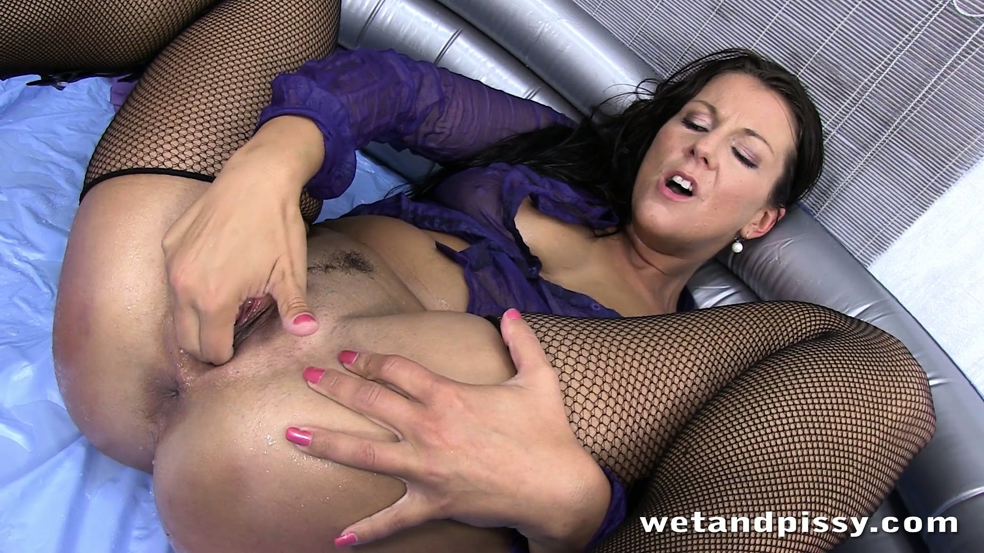 Porno Video of Nasty Brunette In Short Purple Skirt And Stockings Shoves Fingers In Her Clutch
