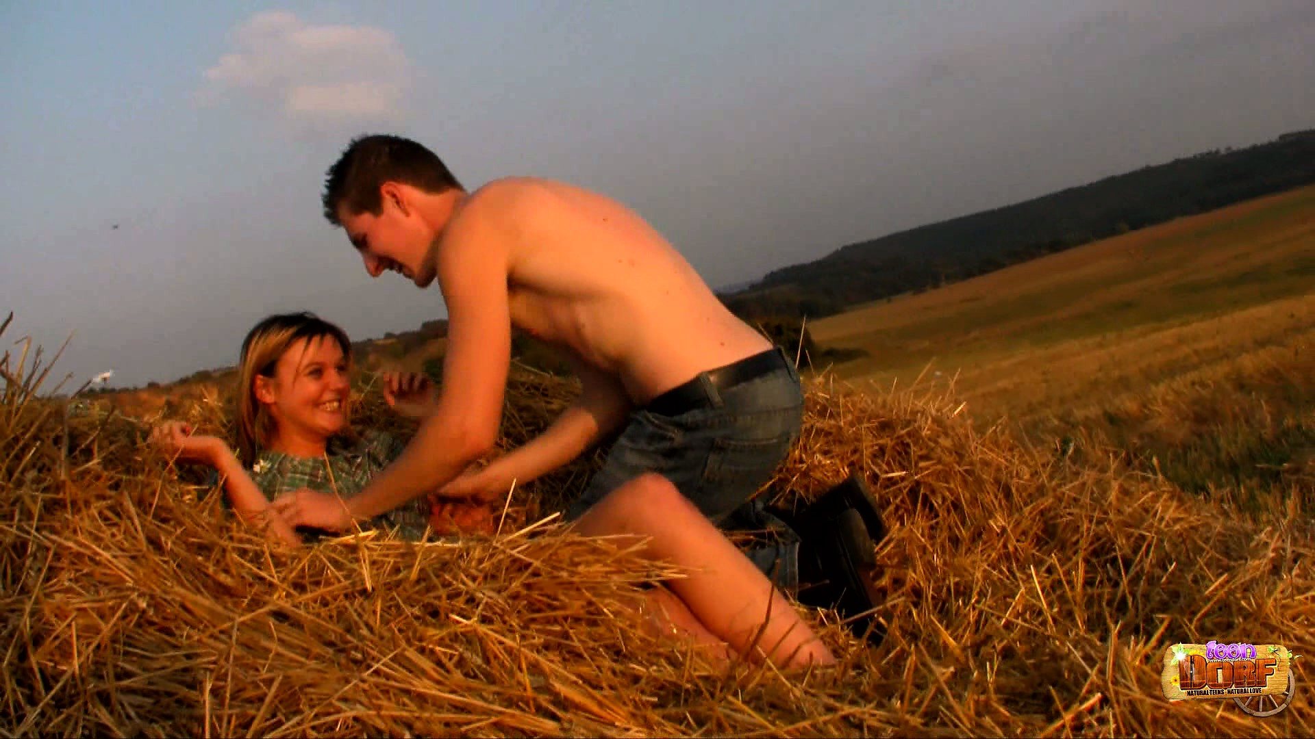 Porno Video of In The Field And With The Sun On Their Bodies, Dominika And Havel Satisfy Their Needs