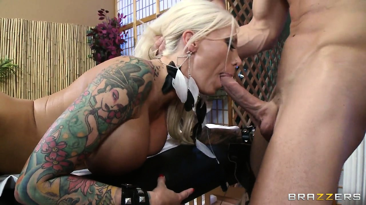 Porno Video of Dazzling Tattooed Blonde Receives A Hot Massage And Much More