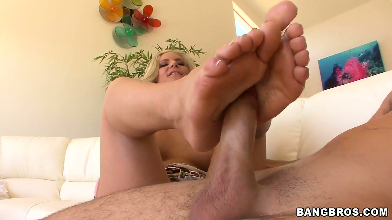 Sex Movie of Skilled And Leggy Blonde Handles A Dick With Her Pretty Toes