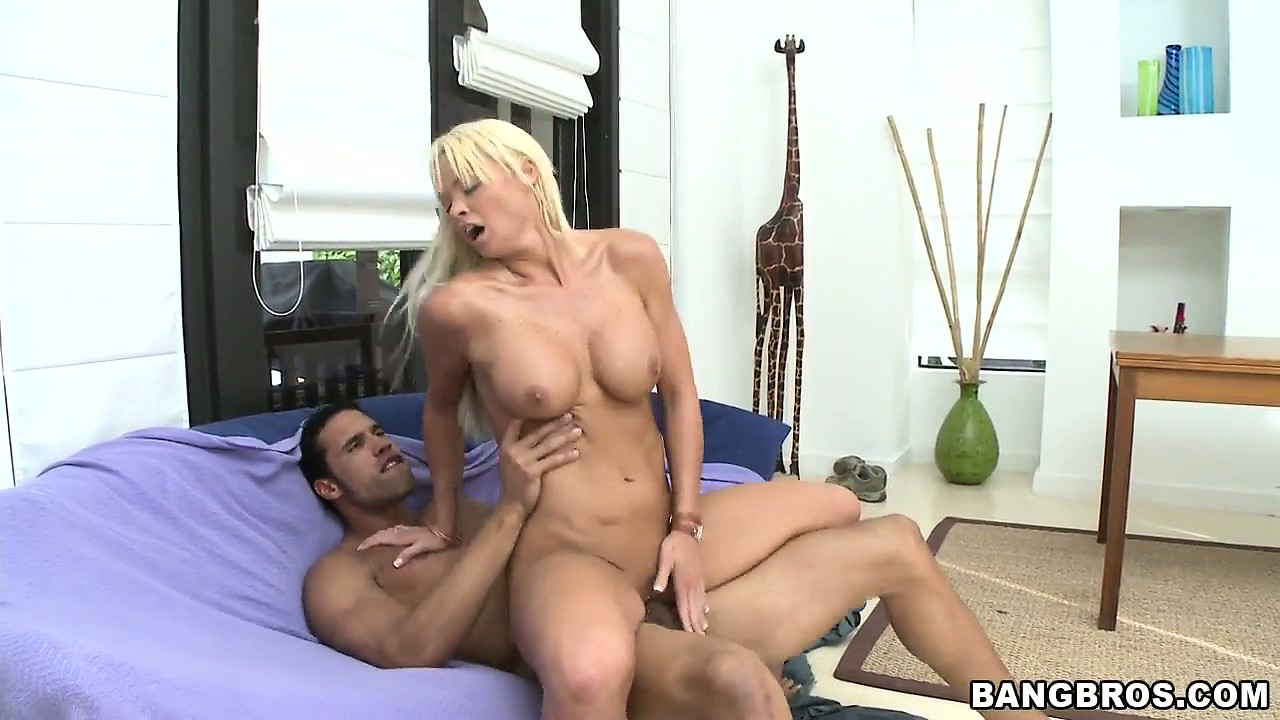 Porno Video of Pretty Blonde Babe Puts Her Legs Up As Her Pussy Is Penetrated