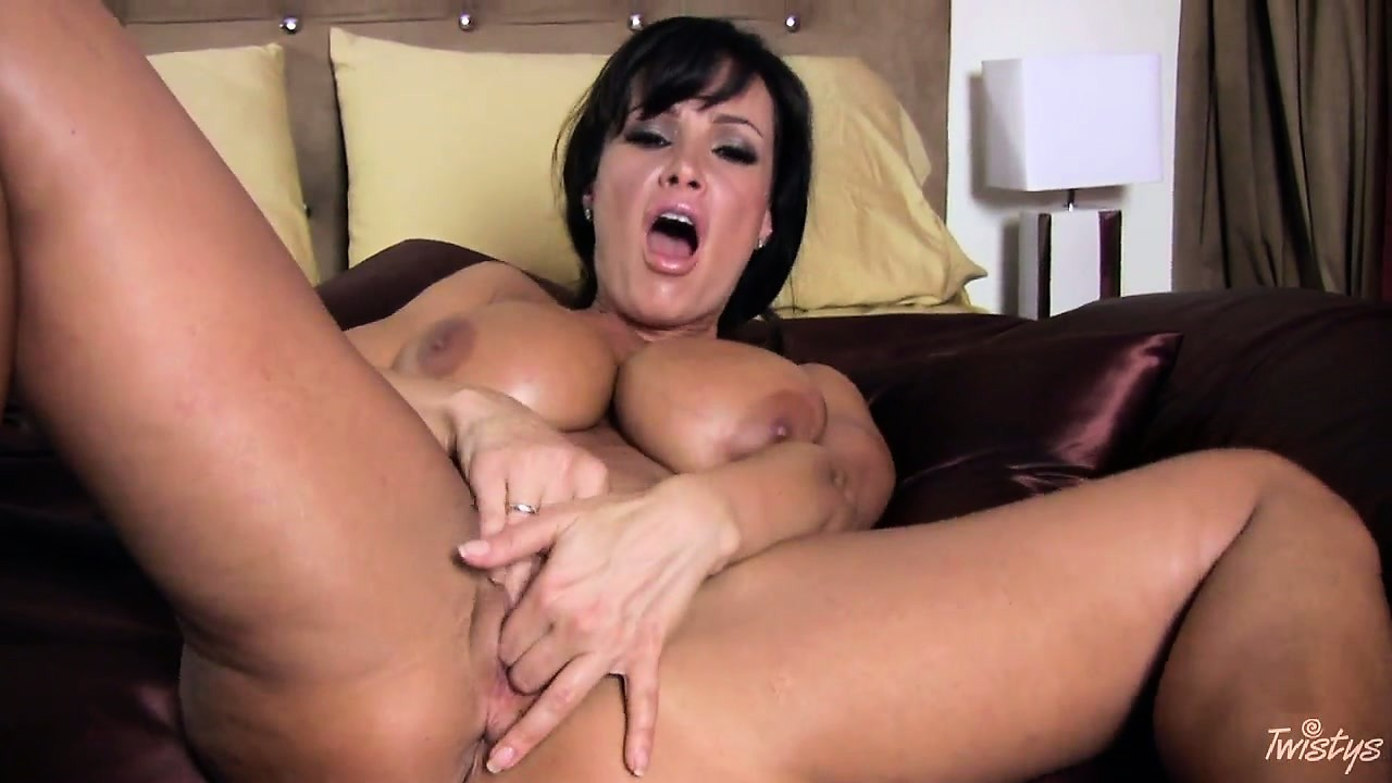 Porn Tube of Hello Hot Momma And I Love Your Huge Knockers And Wet Cunt Fringe