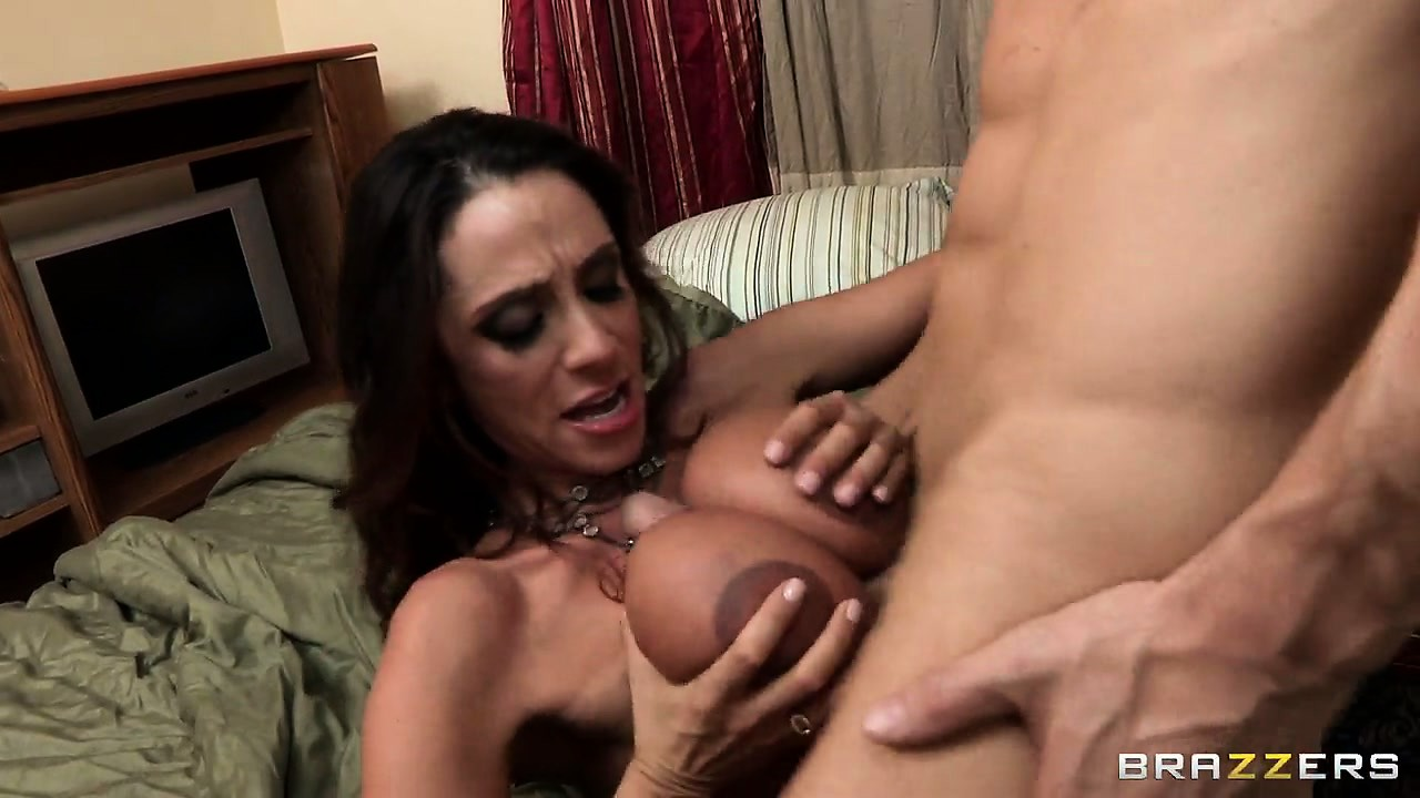 Porno Video of Horny Bald Muscled Guy Licking Ariella Ferrera's Pussy And Then Receives A Titjob