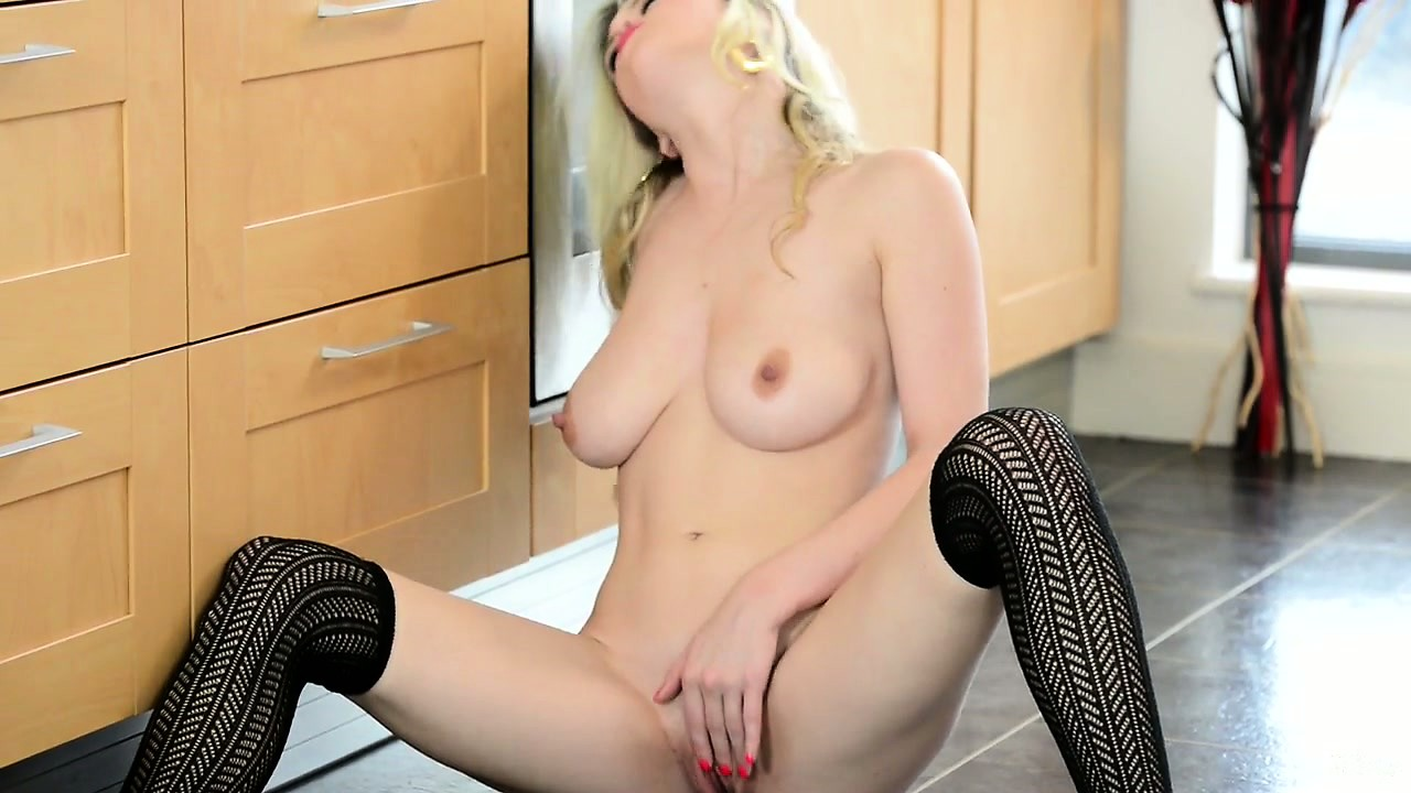 Porno Video of Voluptuous Blonde Babe Spreads Her Legs Wide Open In The Kitchen