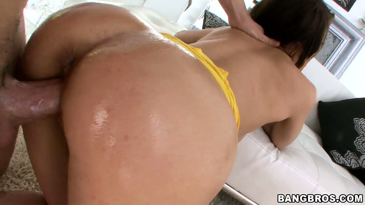 Porn Tube of Wet, Oily Pussy And Doggy Style Fuck With Sexy Brittney Banxxx