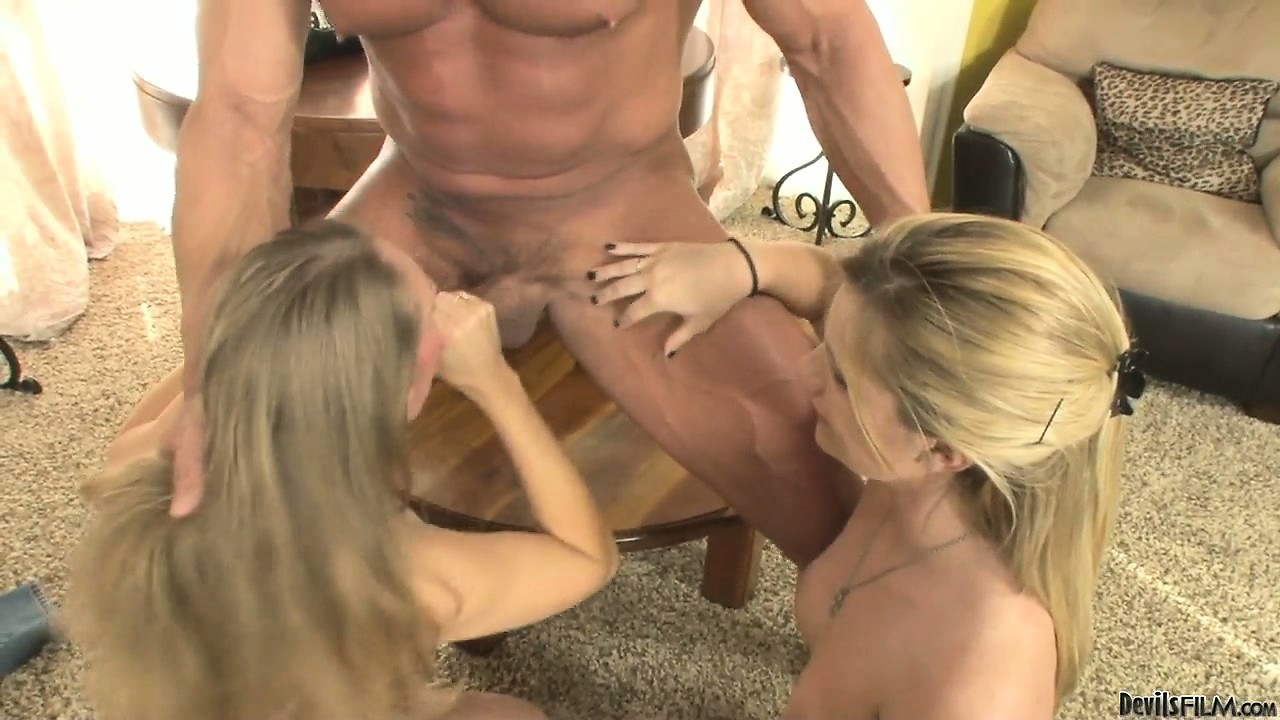 Porno Video of Mommy Makes Sure That Her Daughter Knows How To Properly Blow