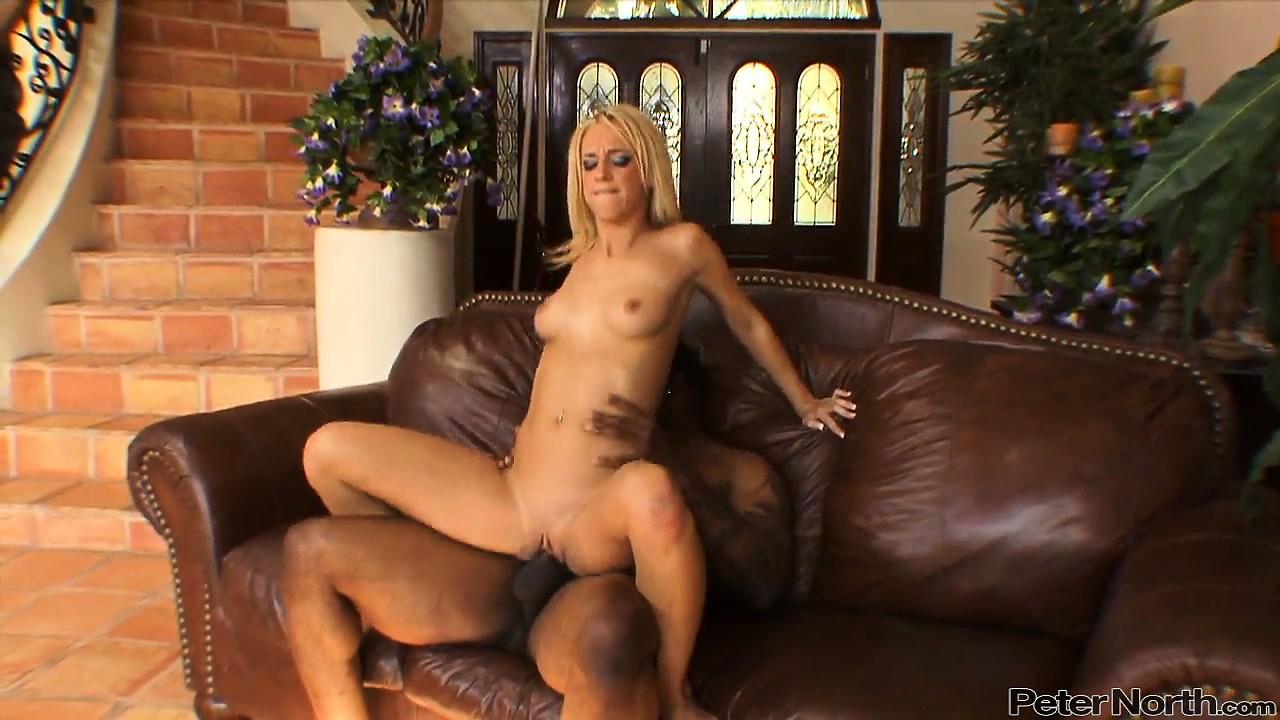 Porno Video of The Black Hole Of Kinky Blonde Is Getting Filled With The Wild Bone Phone