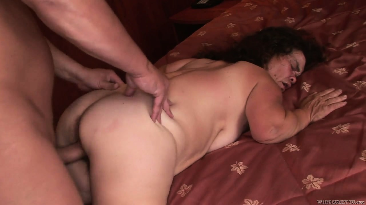 Porno Video of Nasty Mature Midget Gets A Full Cock In Her Fat Hairy Pussy House