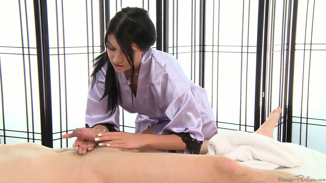 Sex Movie of Marvelous Brunette Massage Therapist Displays All Her Phenomenal Skills