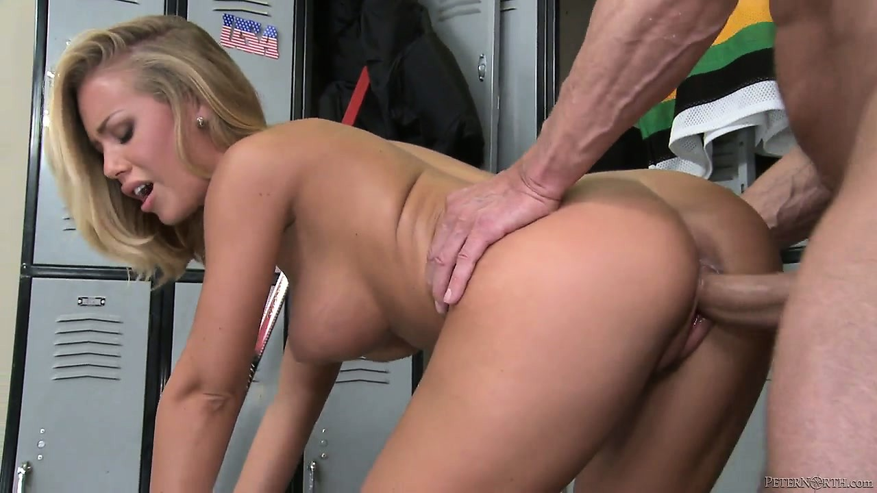 Porn Tube of Nerdy Blonde Babe With Perky Tits Gets Licked And Sucks Cock In The Locker Room