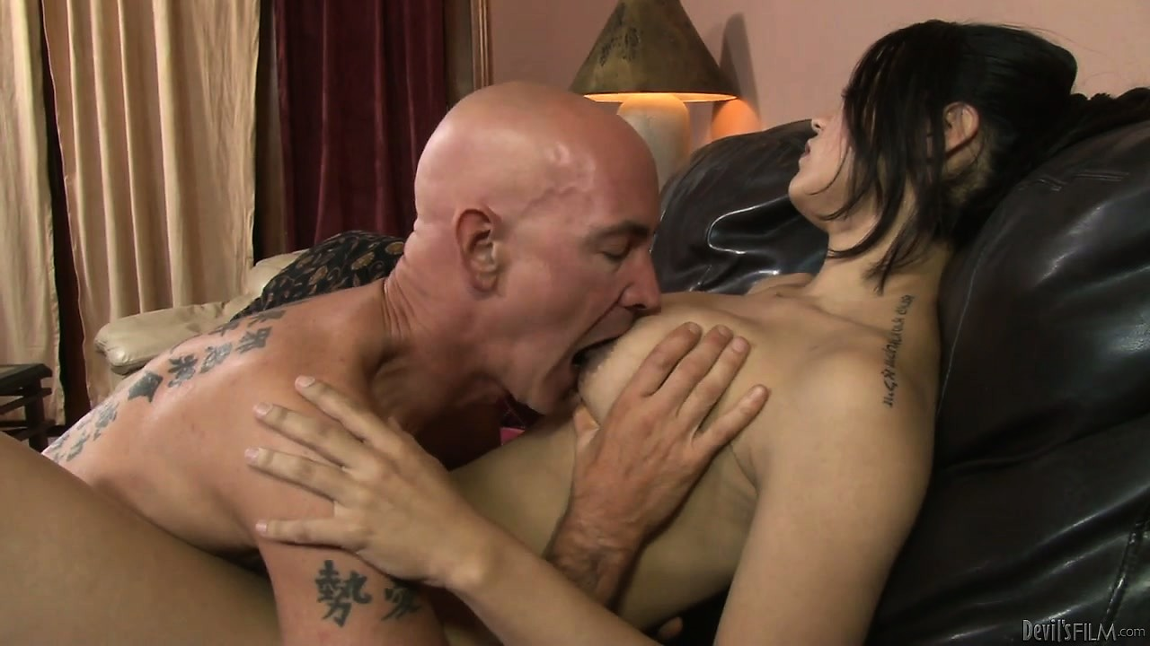 Porno Video of Dark-haired Tranny Model Has Her Average Dick Licked And Sucked