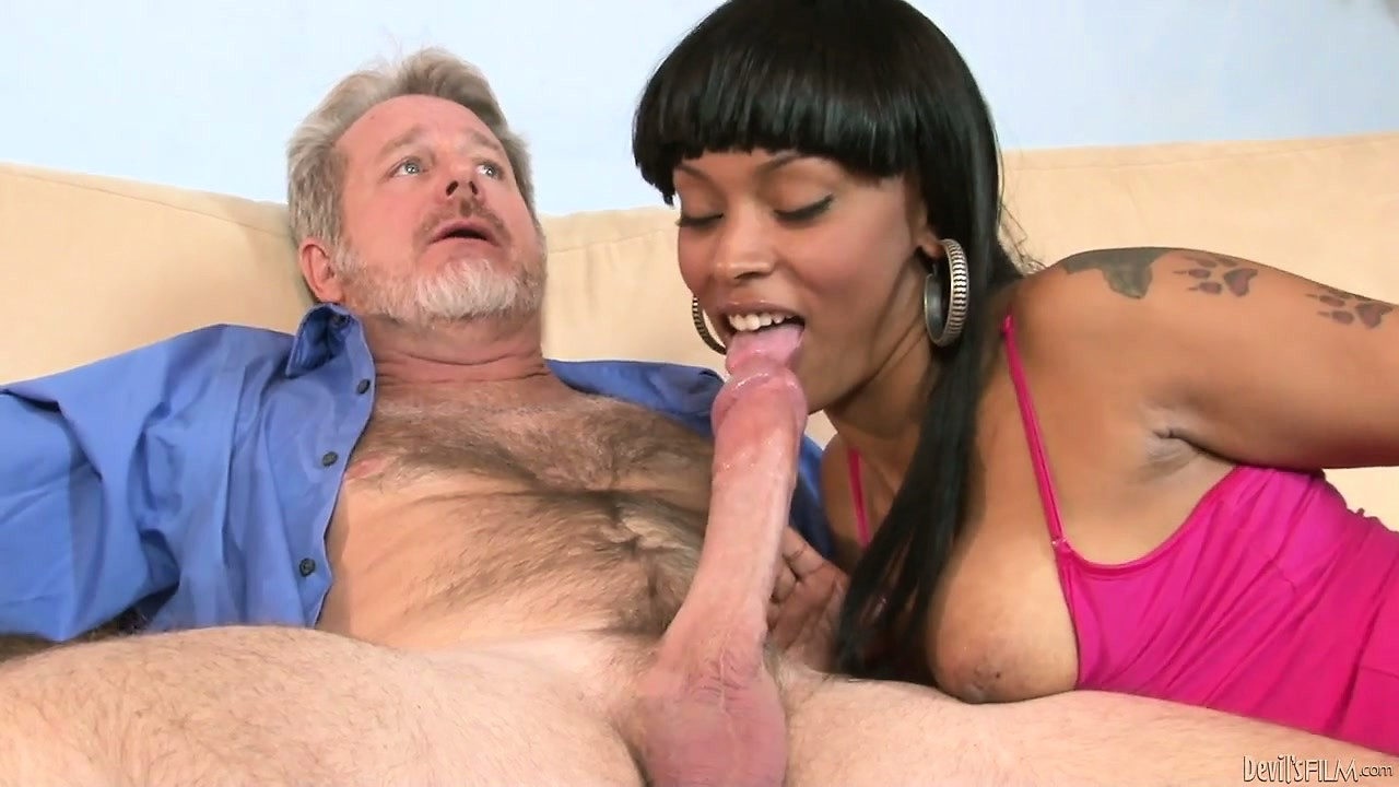 Porn Tube of Ebony Stepdaughter Welcomes New Dad With Sexy Big Boner Sucking
