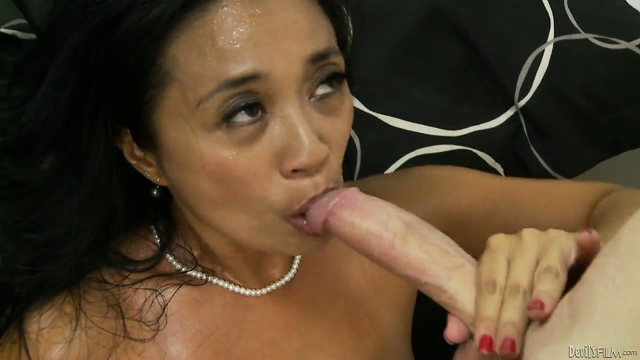 Porno Video of She Really Wants You To Fuck Her And Cum On That Hairy Pussy Of Hers