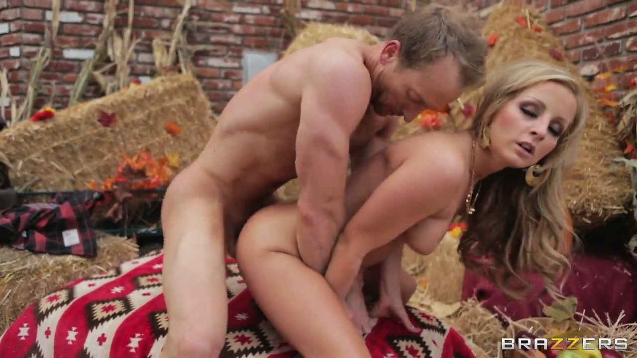 Porno Video of Chick With Big Ass Is Going To Be Pleased By That Big Stallion