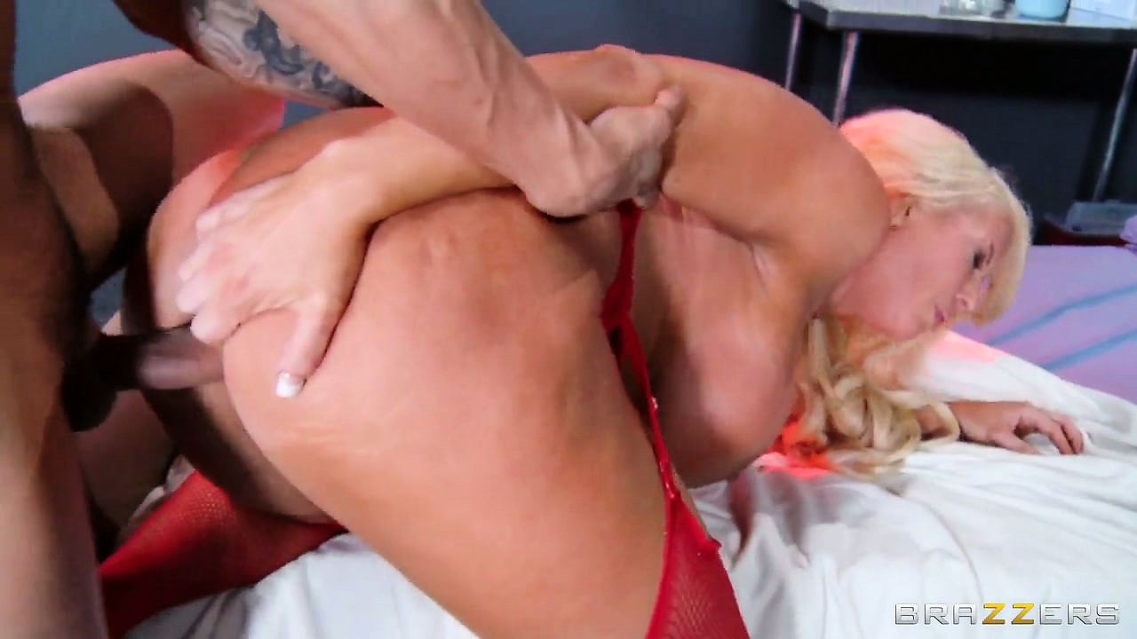 Porno Video of Her Snatch Gets Pleased Like She Desires Before He Sprays Her Tits With His Cum