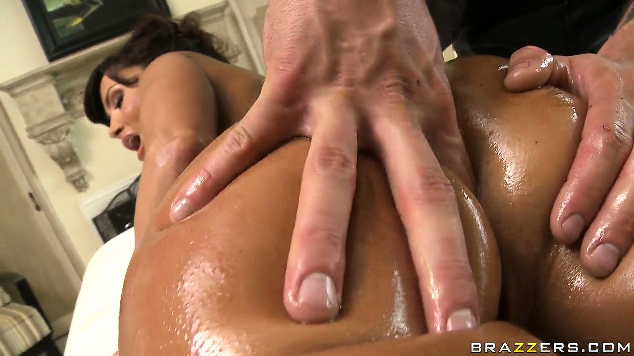 Porno Video of Tattooed Masseur Brings Nice Butt Cheeks Massage For Desperate Housewife Lisa Ann