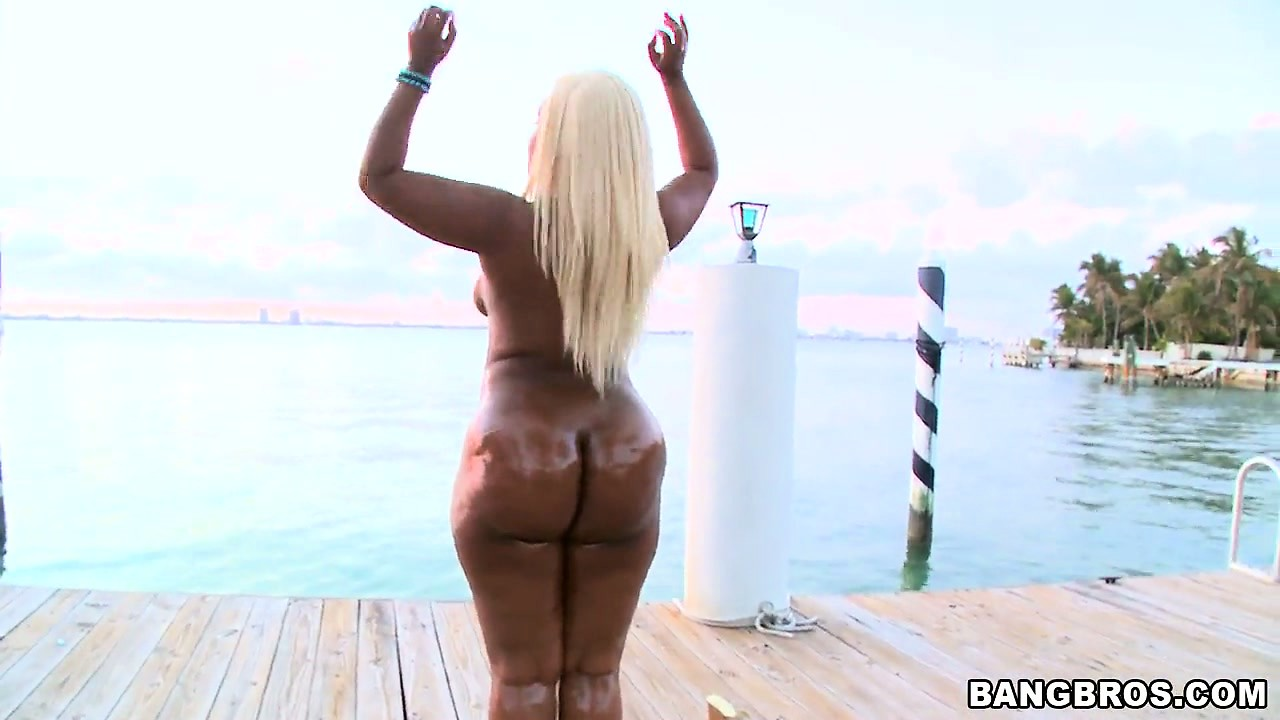 Porno Video of Blonde Ebony Gizelle Shows Her Fat Ass And Munches On White Cock