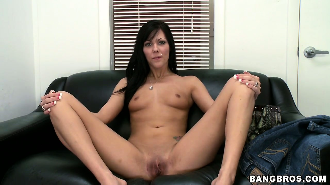 Porno Video of Brunette Chats It Up, Gets Naked And Spreads Wide To Show Her Cunt