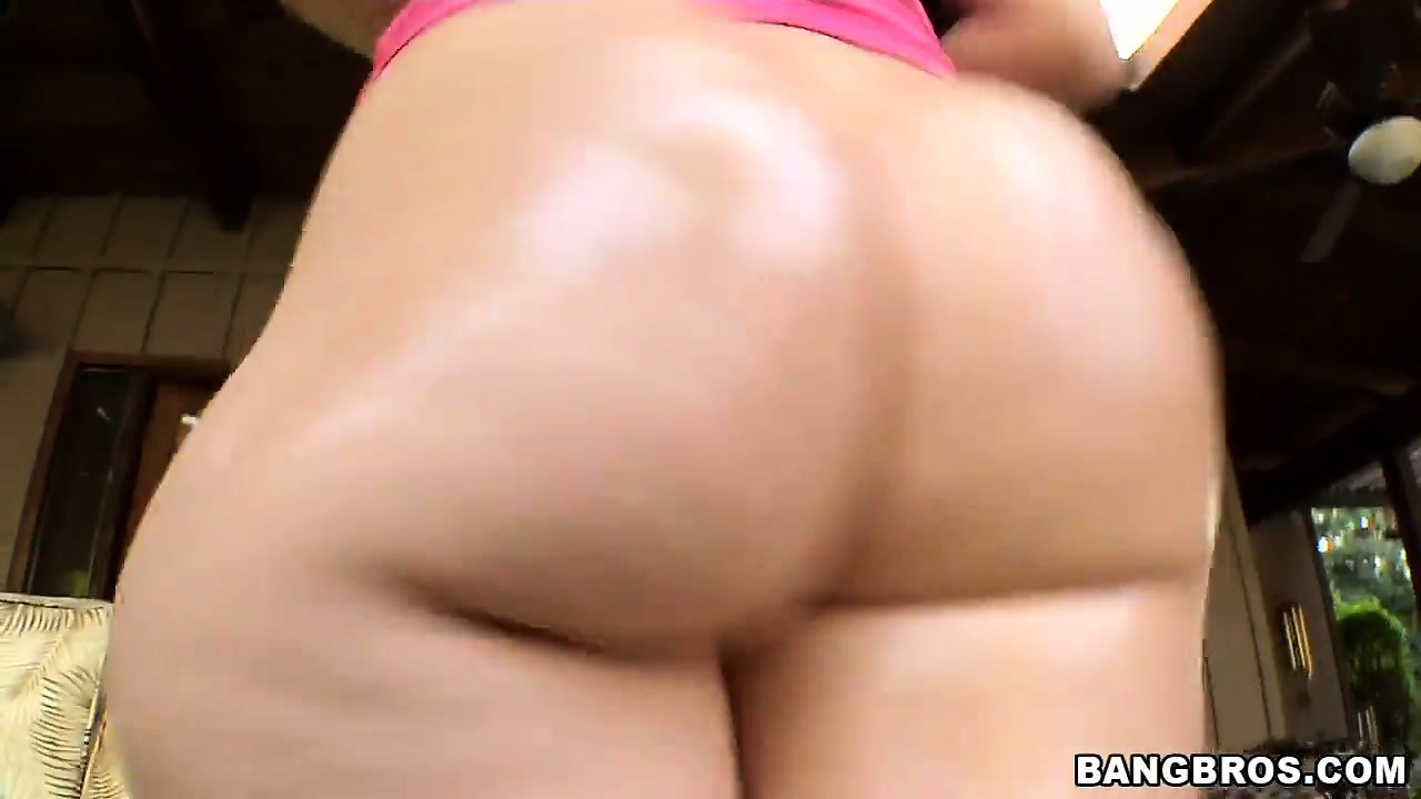 Porno Video of Blonde Big Ass Babe Alexis Texas Getting Undressed And Showing Her Hot Rear End