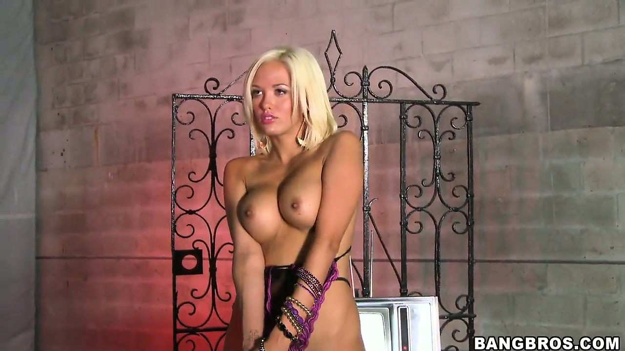 Porno Video of Blond Porn Star Jenny Playing With Lucky Amateur Dude's Cock