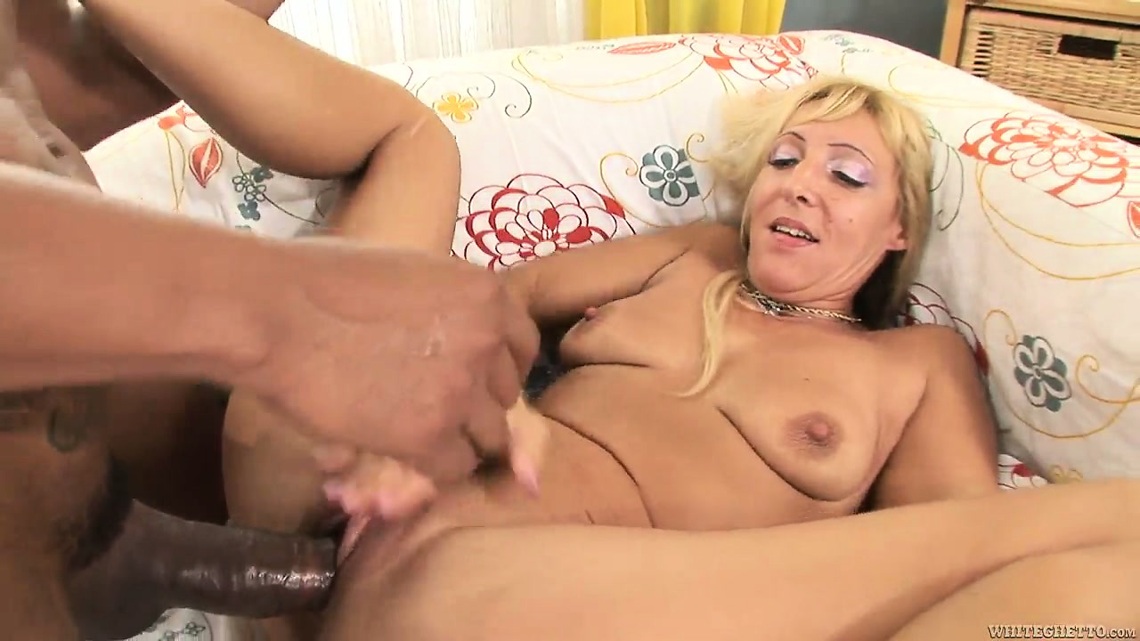 Porno Video of Ebony Hunk Destroys A Blonde Cougar's Pink Slit With His Dong