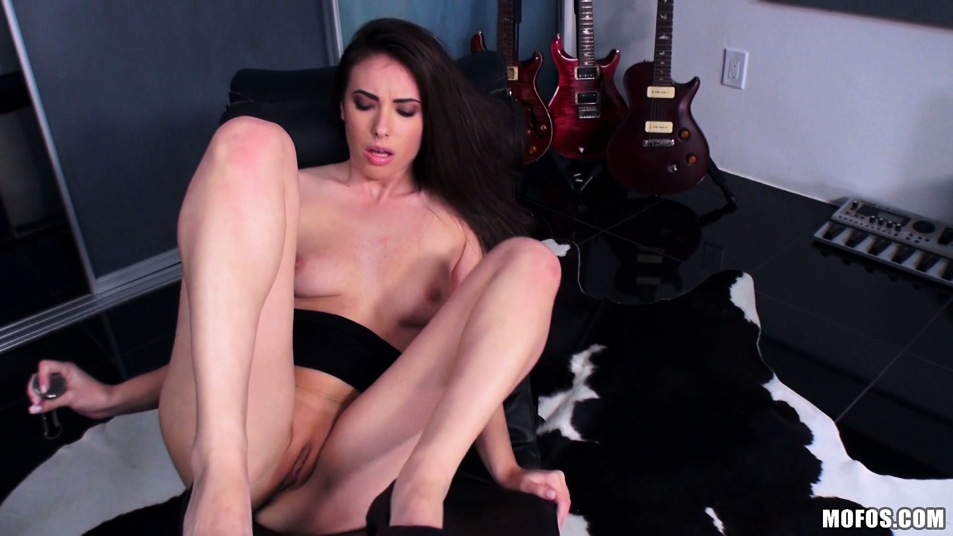 Porn Tube of Babe With Gigantic Rump Goes Sticking Metal Toys Into Her Anus